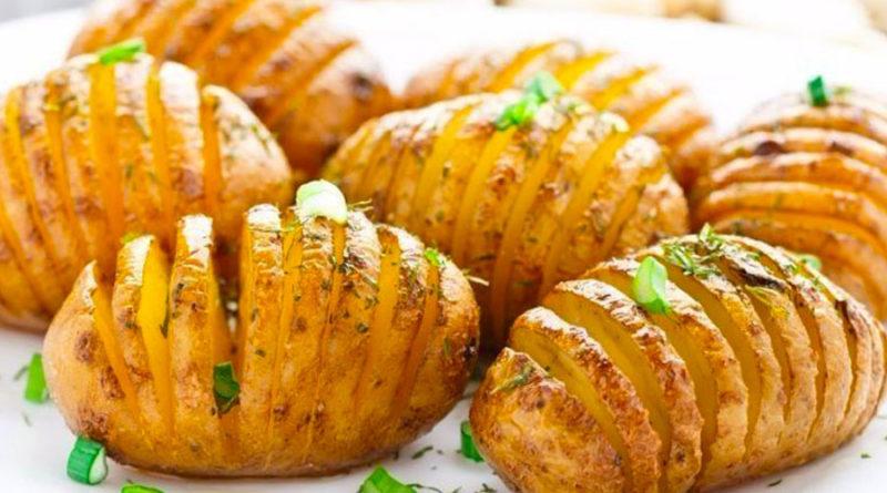 Картошка в фольге на углях, и запеченная в духовке (3 рецепта)